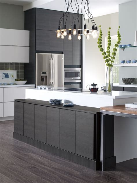 Two-toned modern cabinets | Modern white kitchen cabinets