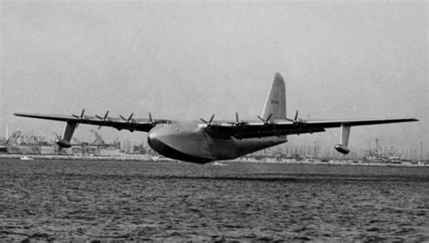 Amazing Vintage Photos of the Hughes H-4 Hercules, the